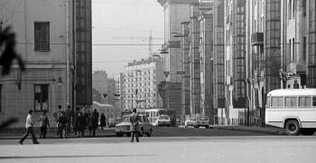 Переулок Александро Невского и трамвай, поворачивающий со 2й Тверской-Ямской на 3ю